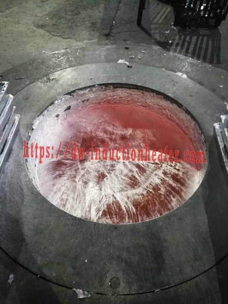 Fusión de forno de indución de aluminio