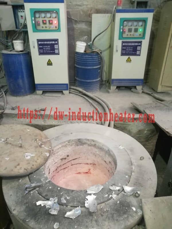 Melting aluminum furnace